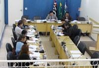 Secretários municipais apresentam números e respondem perguntas de vereadores e da população sobre as metas fiscais do último quadrimestre